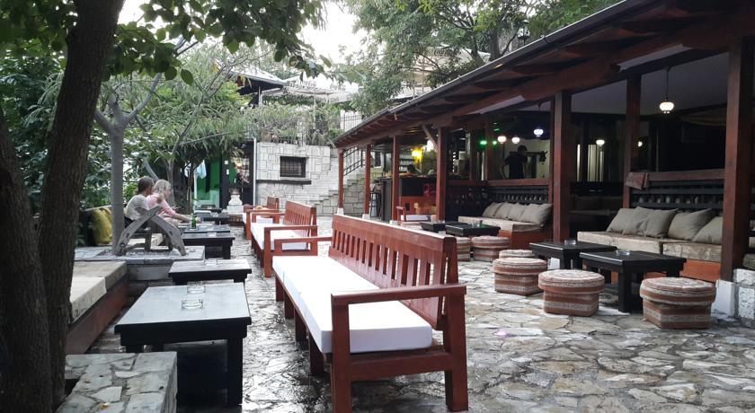 online rezervacije Pansion Oscar Summer Garden