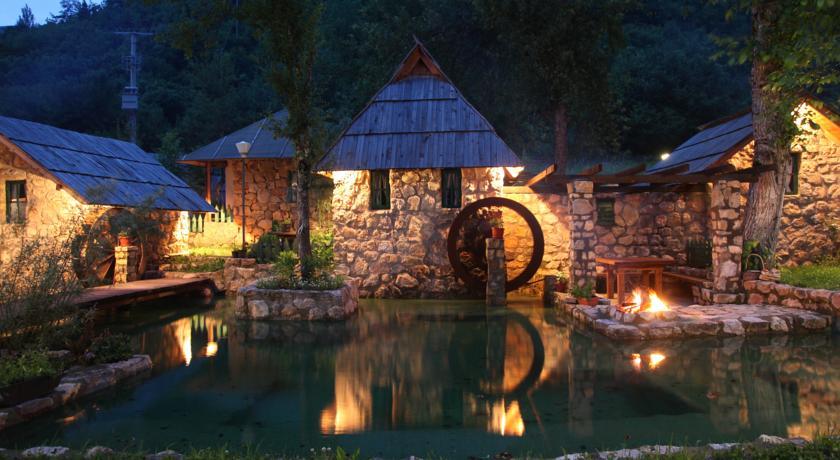 online rezervacije Rafting Camp Tara Center Tri Vodenice