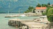 letovanje crna_gora smestaj Apartmani Krasici,  usrcu Boke Kotorske, na poluostrvu Lustica,