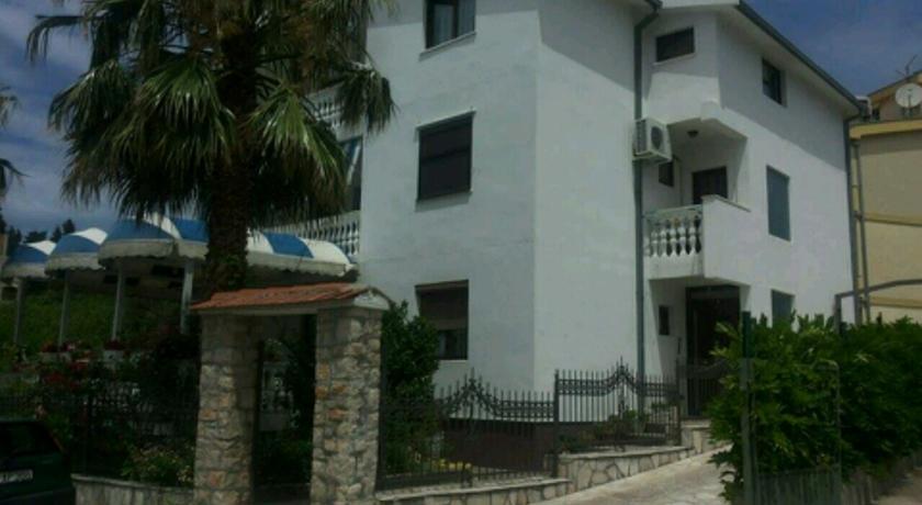 online rezervacije Apartmani Ceca