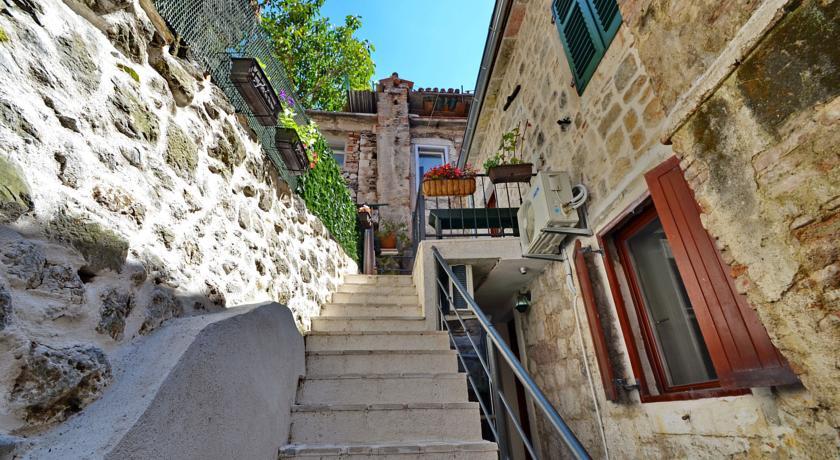 online rezervacije Apartments Historic Stone House