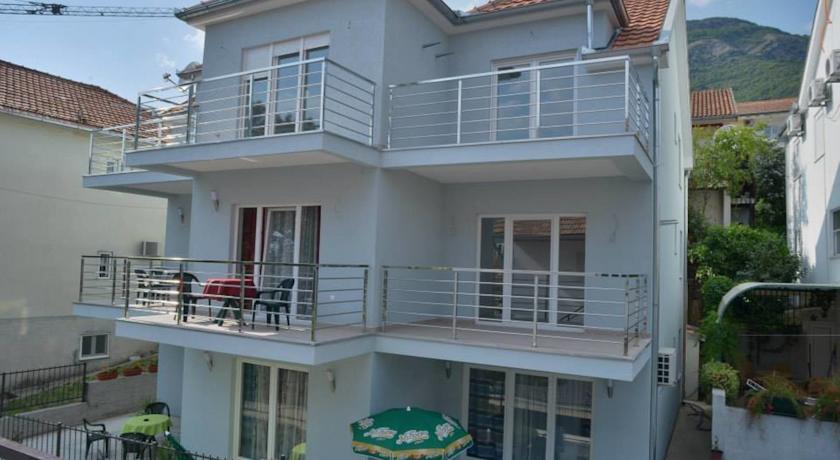 online rezervacije Apartments Villa Ceca