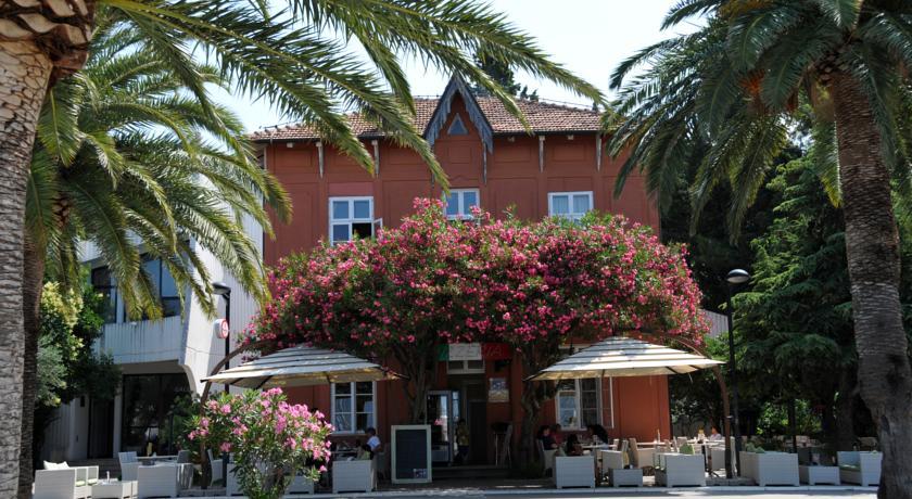 online rezervacije Le Petit Chateau