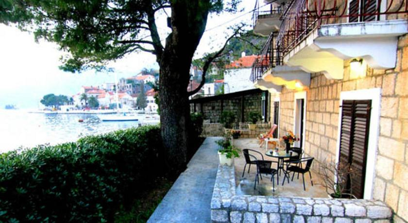 online rezervacije Perast Waterfront Apartments