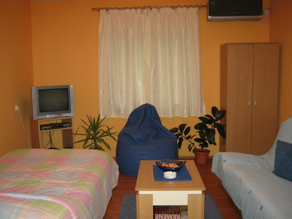 lena apartman