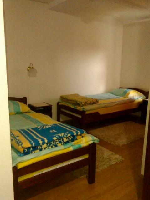 trokrevetna soba sa svojim kupatilom