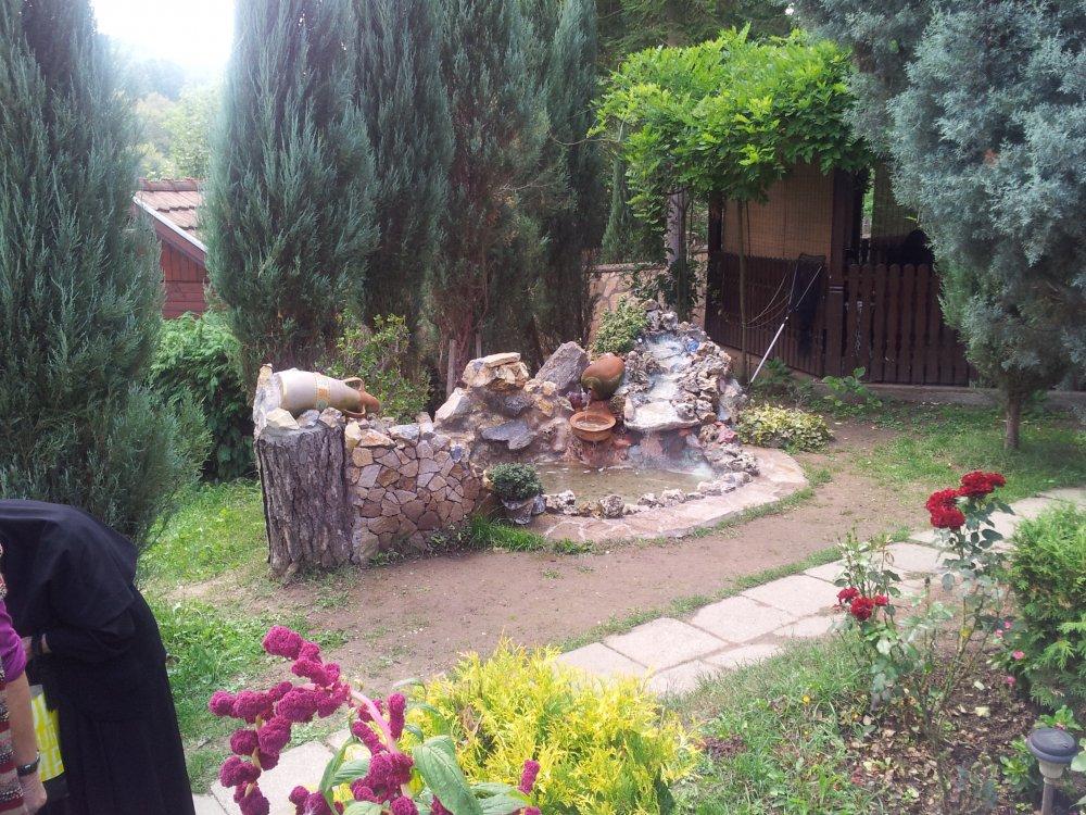 Dvorište manastira Koporin Velika Plana