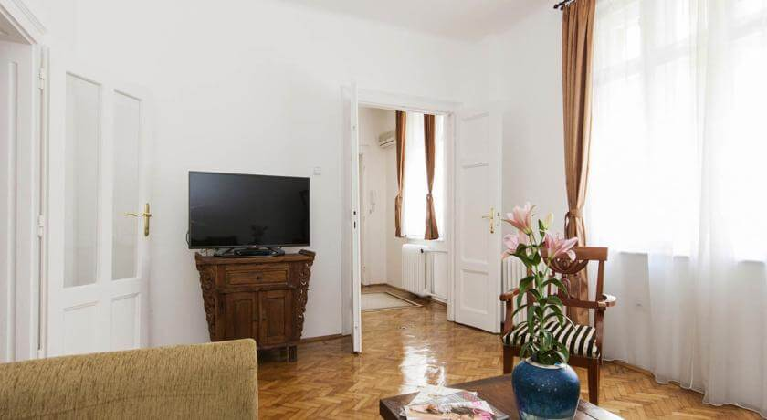 online rezervacije Basco Republic Square Apartment