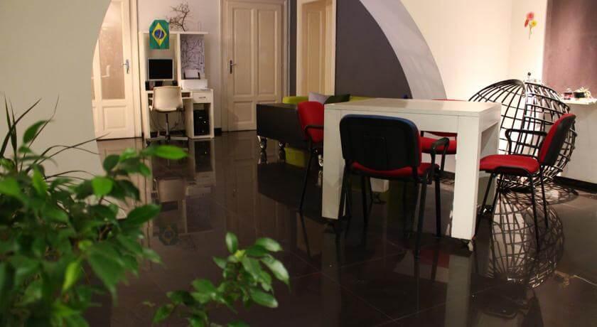 online rezervacije Crib Hostel
