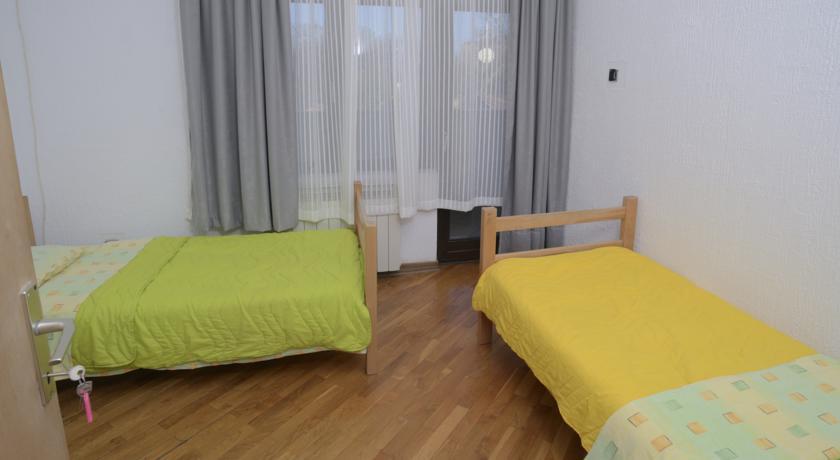 online rezervacije Hostel Ozi Bar