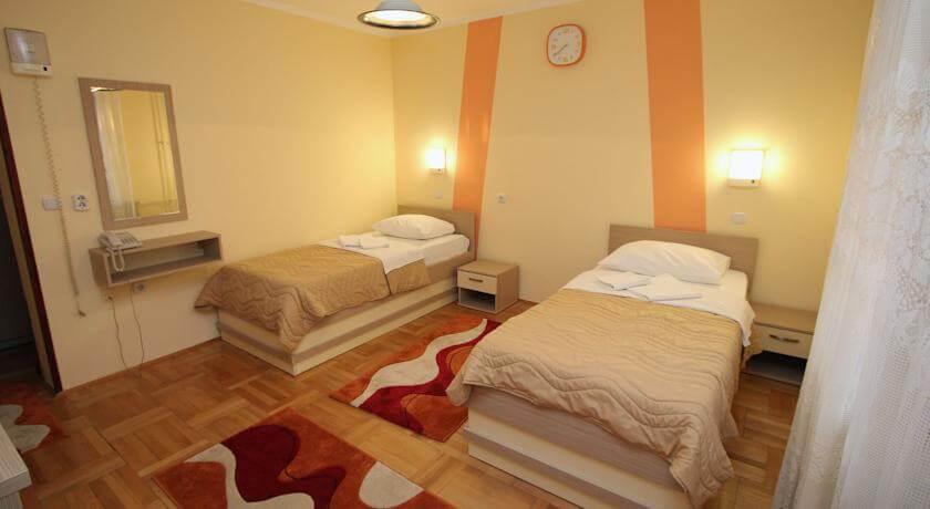 online rezervacije Hotel Extra Lion MD