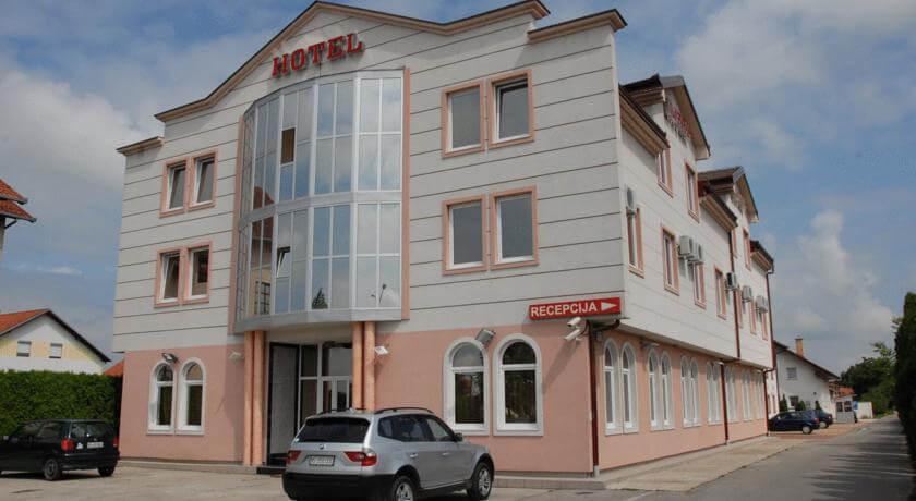online rezervacije Hotel Stari Krovovi
