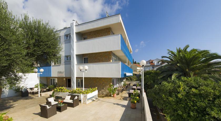 online rezervacije Aparthotel Pharia