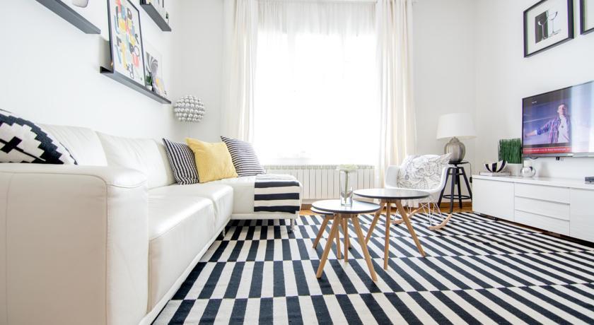 online rezervacije Apartment Black and White