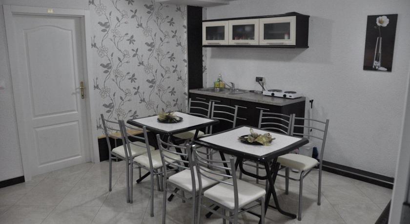 online rezervacije Nasteski Guest Rooms