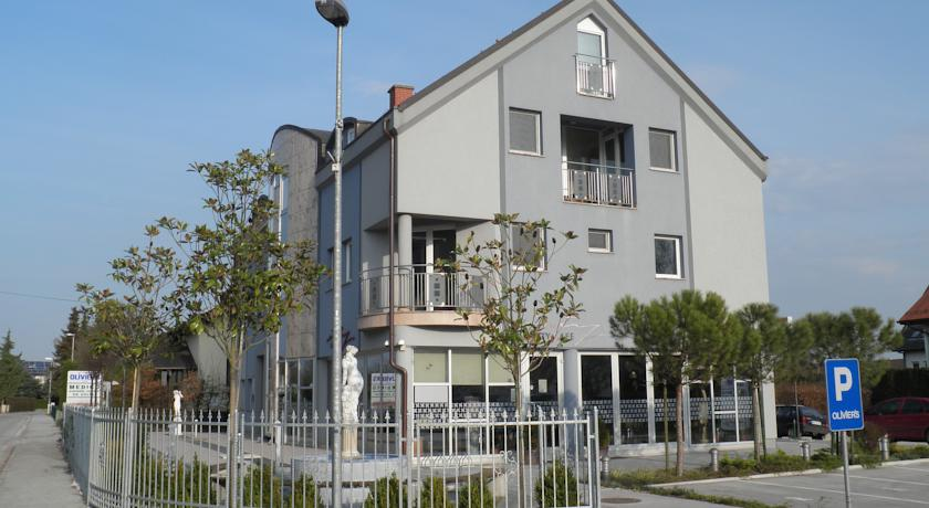 online rezervacije Apartments and Rooms Oliviers