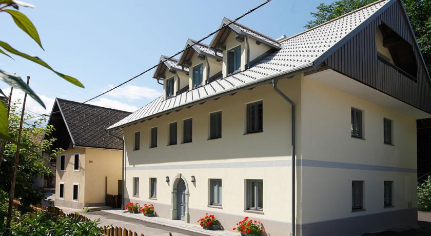 online rezervacije Apartments Mlino