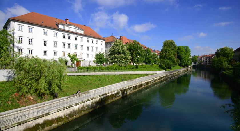 online rezervacije Galeria River