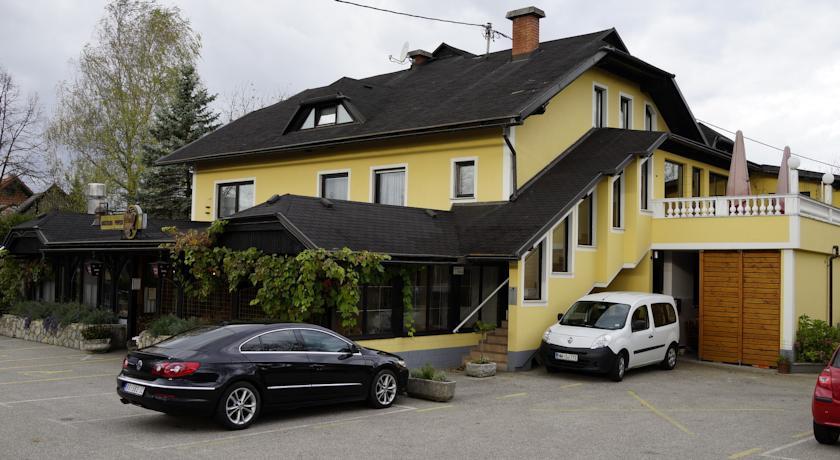 online rezervacije Gostilna s prenocisci Vovko