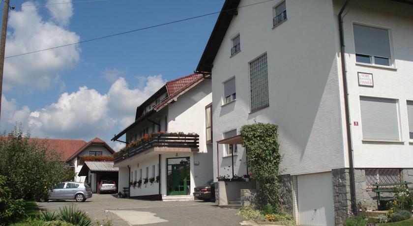 online rezervacije Guesthouse Pri Štorklji