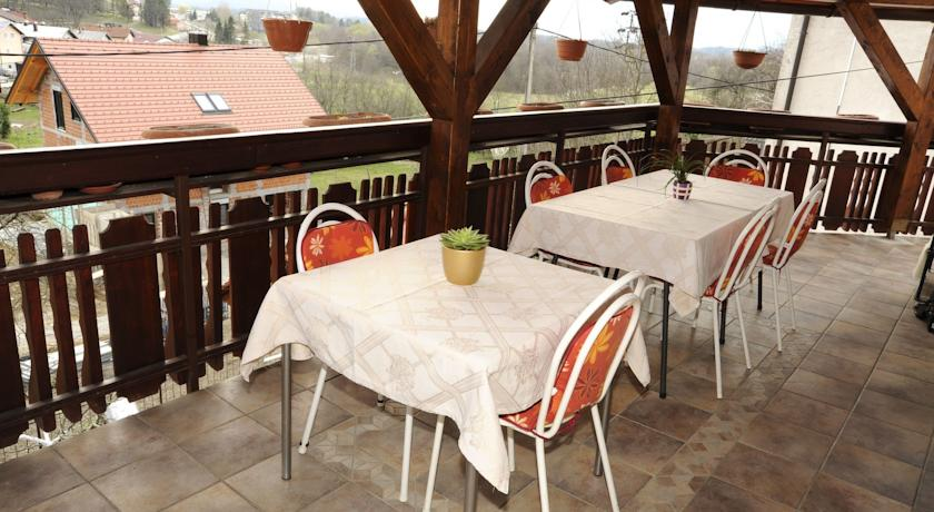 online rezervacije Rooms & Apartment Čehovin
